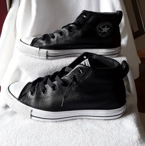 Converse Chuck Taylor leather sneakers😀😀😀